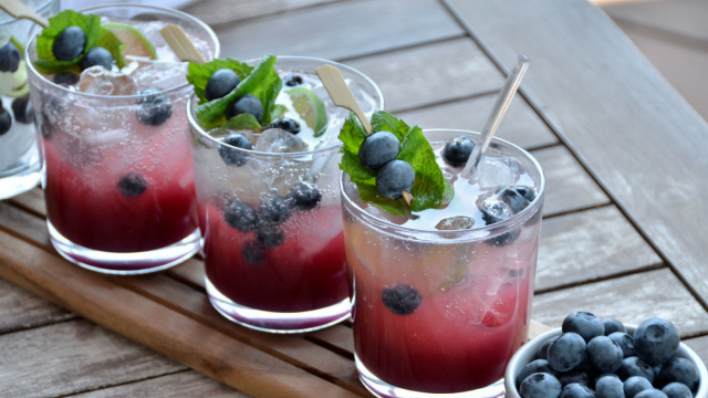 Mojito cocktail recipe with blueberries